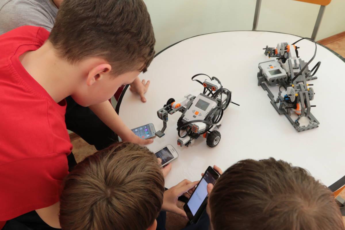 Юные техники «оживили» роботов
