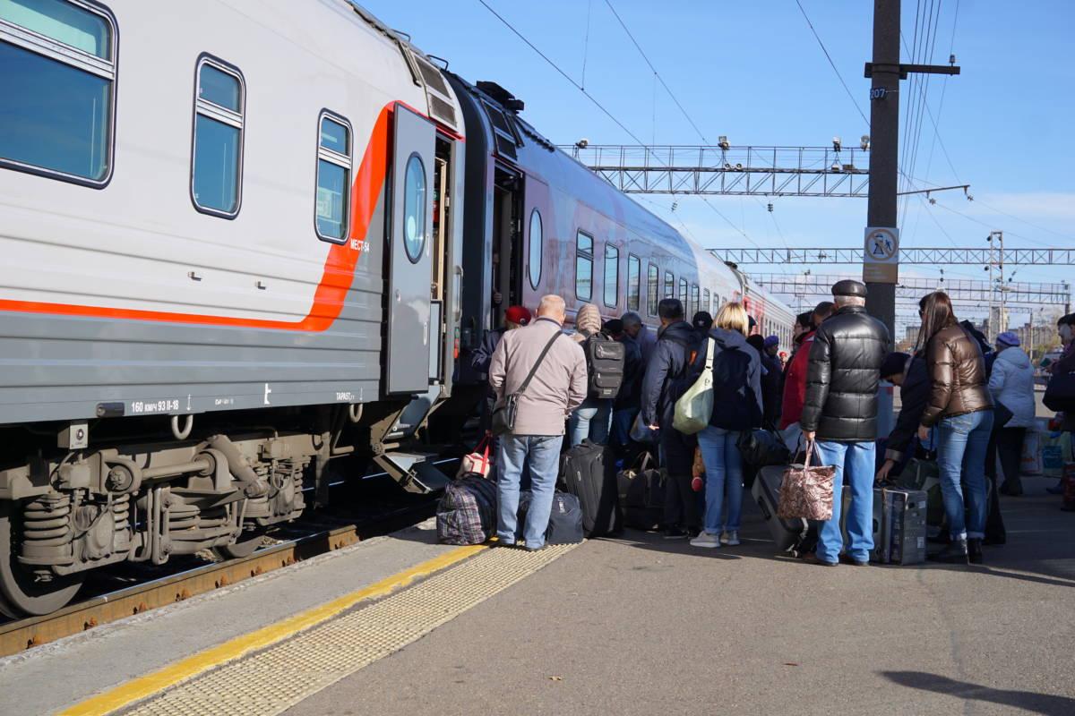 На двух поездах быстрее?