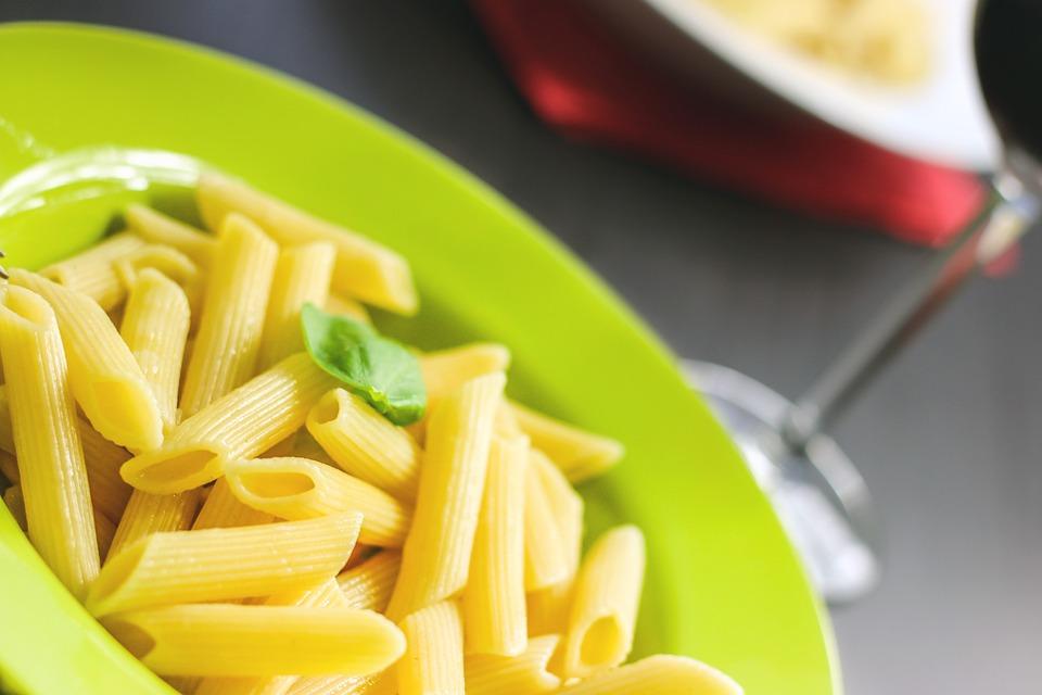 Вам макароны с котлетой или без?