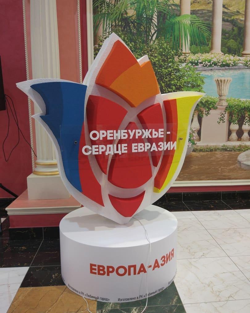 Ведущие первого канала — на оренбургском форуме