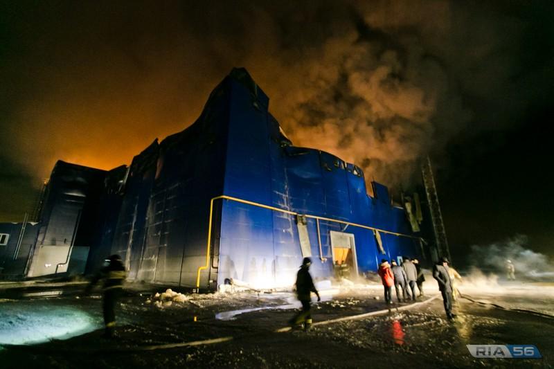 На пожар на заводе в Новосергиевском районе выехал губернатор