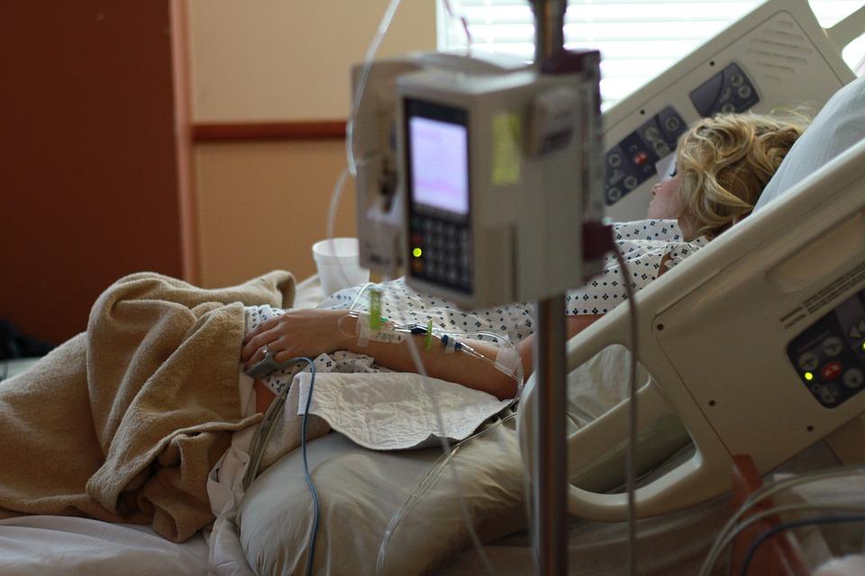В областном перинатальном центре провели операцию по переливанию крови плоду
