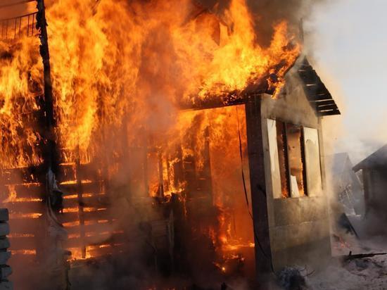 В поселке Аккермановка Новотроицка горел жилой дом