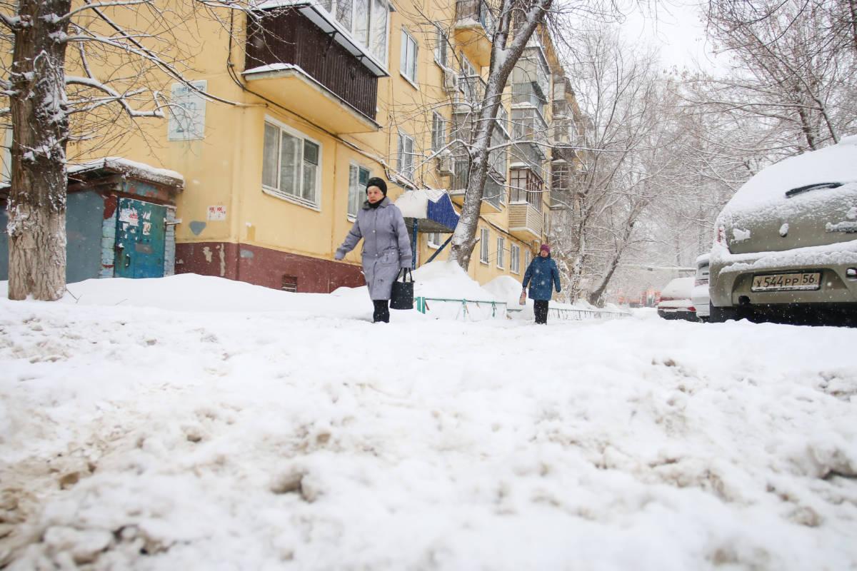 Оренбургские УК не справляются с уборкой снега