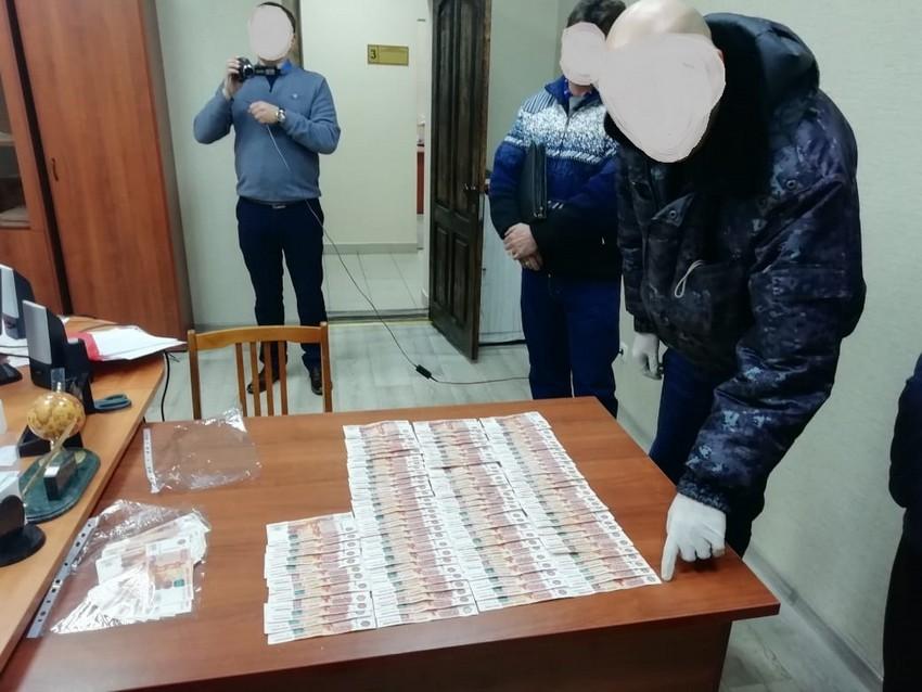 Следователь из Гая отказался от 700 тысяч рублей.