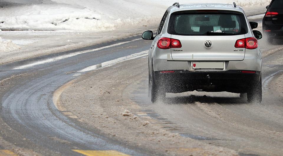 Снегопад осложнил движение в Оренбурге