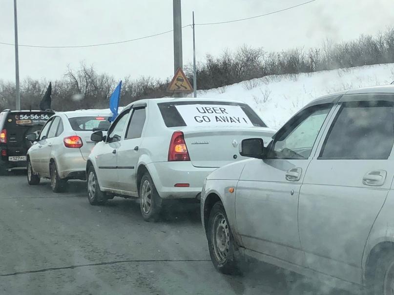 Оренбургские таксисты устроили автопробег протеста