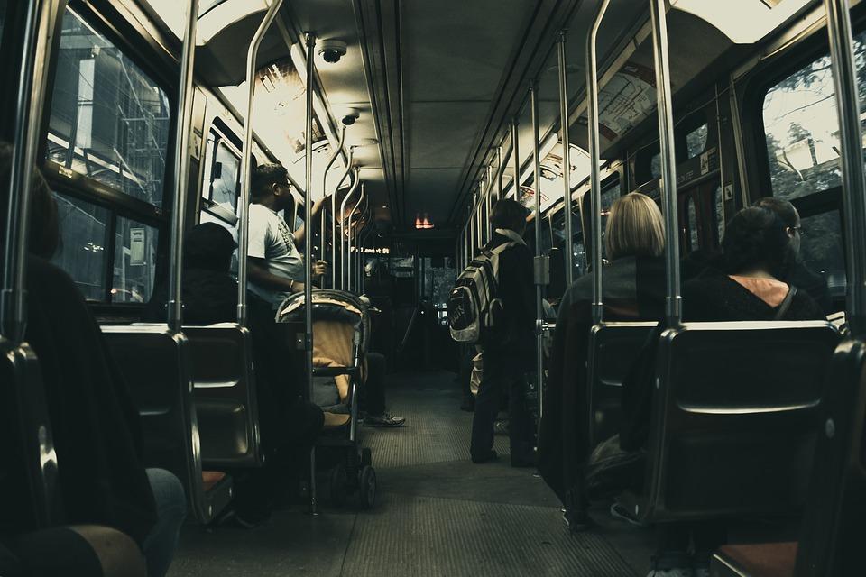 В Оренбуржье загорелся автобус с людьми
