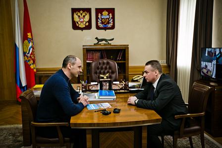 Денис Паслер: оренбуржцы справедливо «поругивались» на неубранный снег
