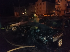 В Оренбурге ночью сгорели три автомобиля