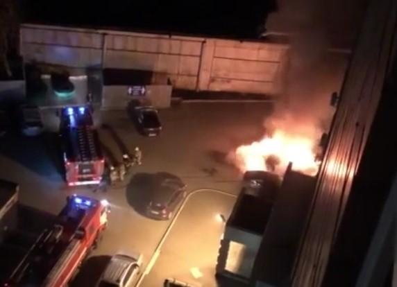 В Оренбурге ночью на 60 лет Октября сгорело три авто