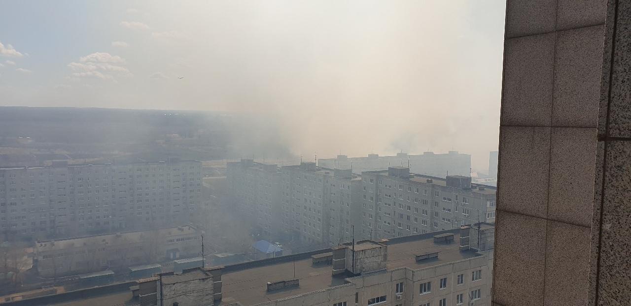 В Оренбурге снова горит сухая трава