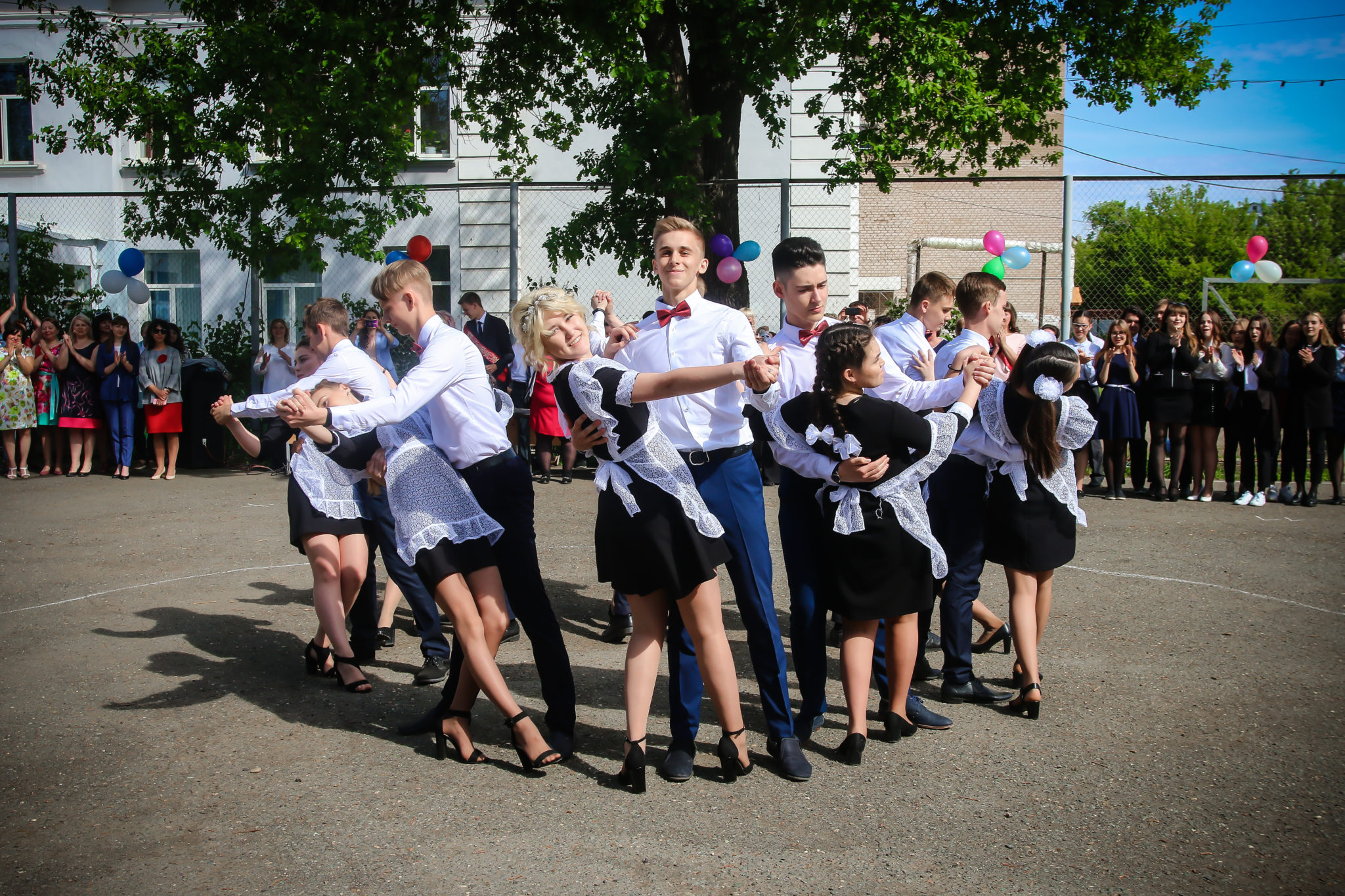 В Оренбурге для выпускников прогремели «Последние звонки»