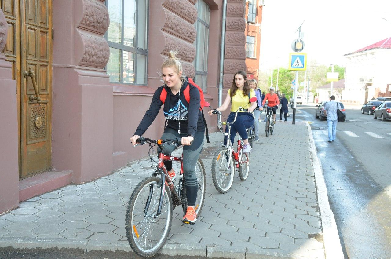 Оренбургские чиновники приехали на работу на велосипедах