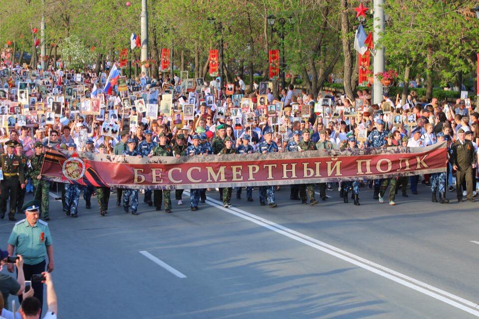 «Бессмертный полк» в Оренбурге с высоты: 45 тысяч участников заняли проспект Победы