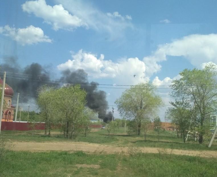 В Оренбурге пожар в районе заправки на Беляевской