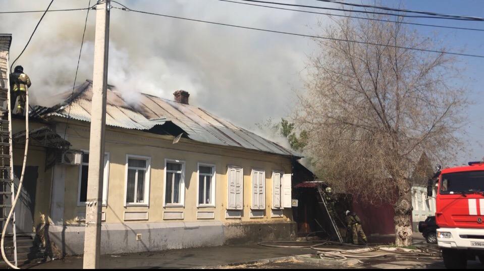 2 семьи остались без крыши над головой в результате пожара в центре Оренбурга