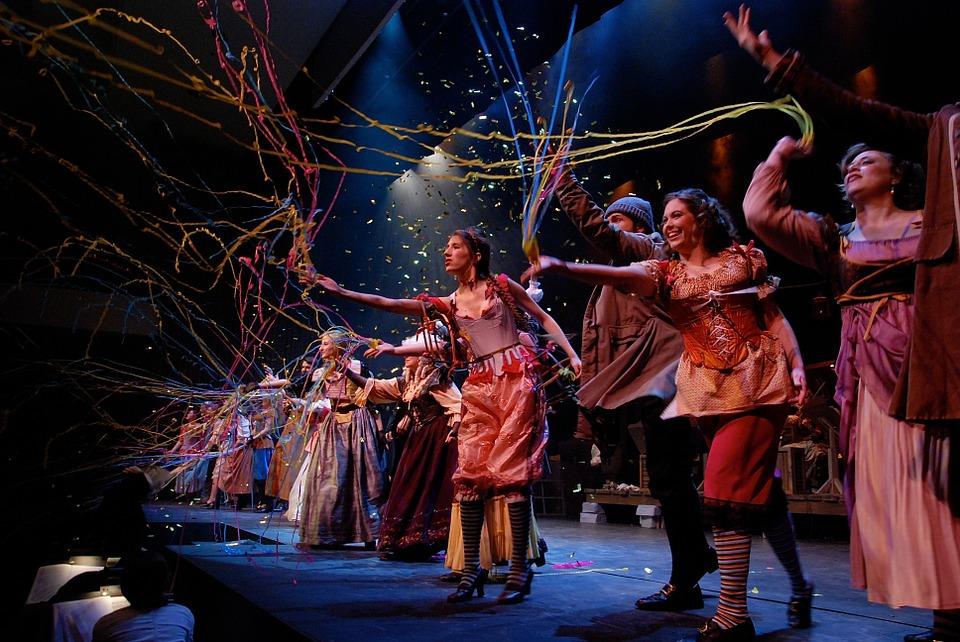 """В Оренбурге """"Гостиный двор"""" открывает театральное шествие"""