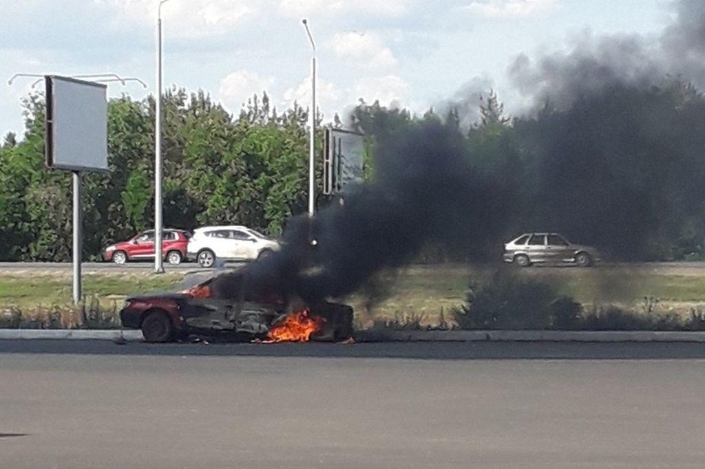 В Оренбурге на Загородном шоссе сгорел автомобиль
