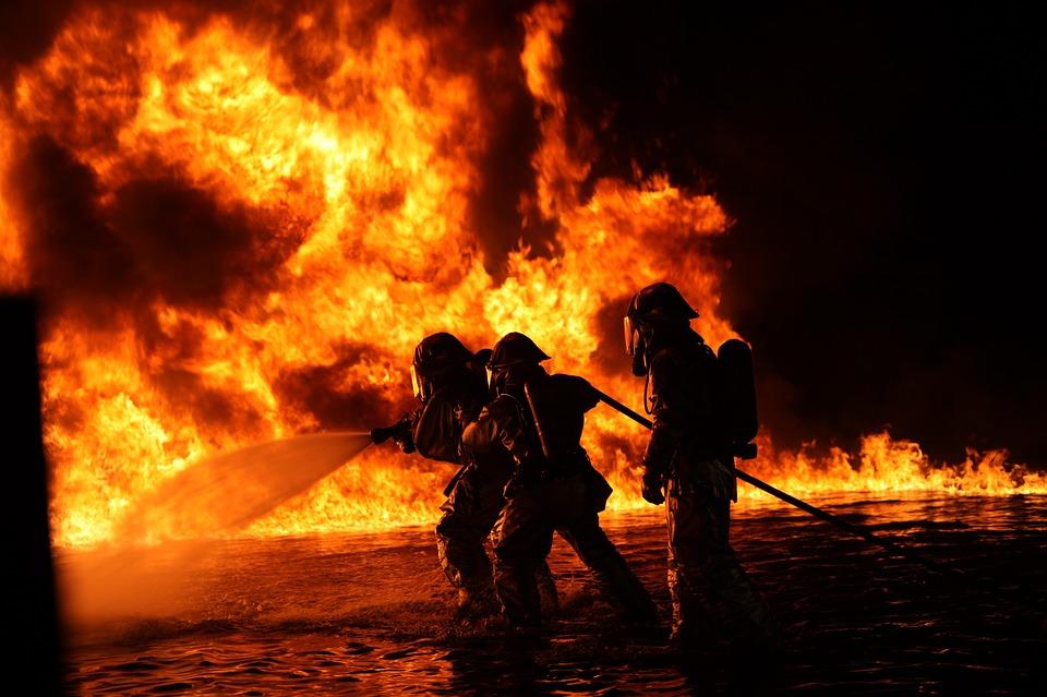 В поселке Новосакмарск во время пожара пострадал человек