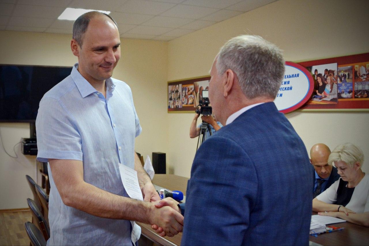 Кандидат в губернаторы Денис Паслер сдал документы в Оренбургский избирком