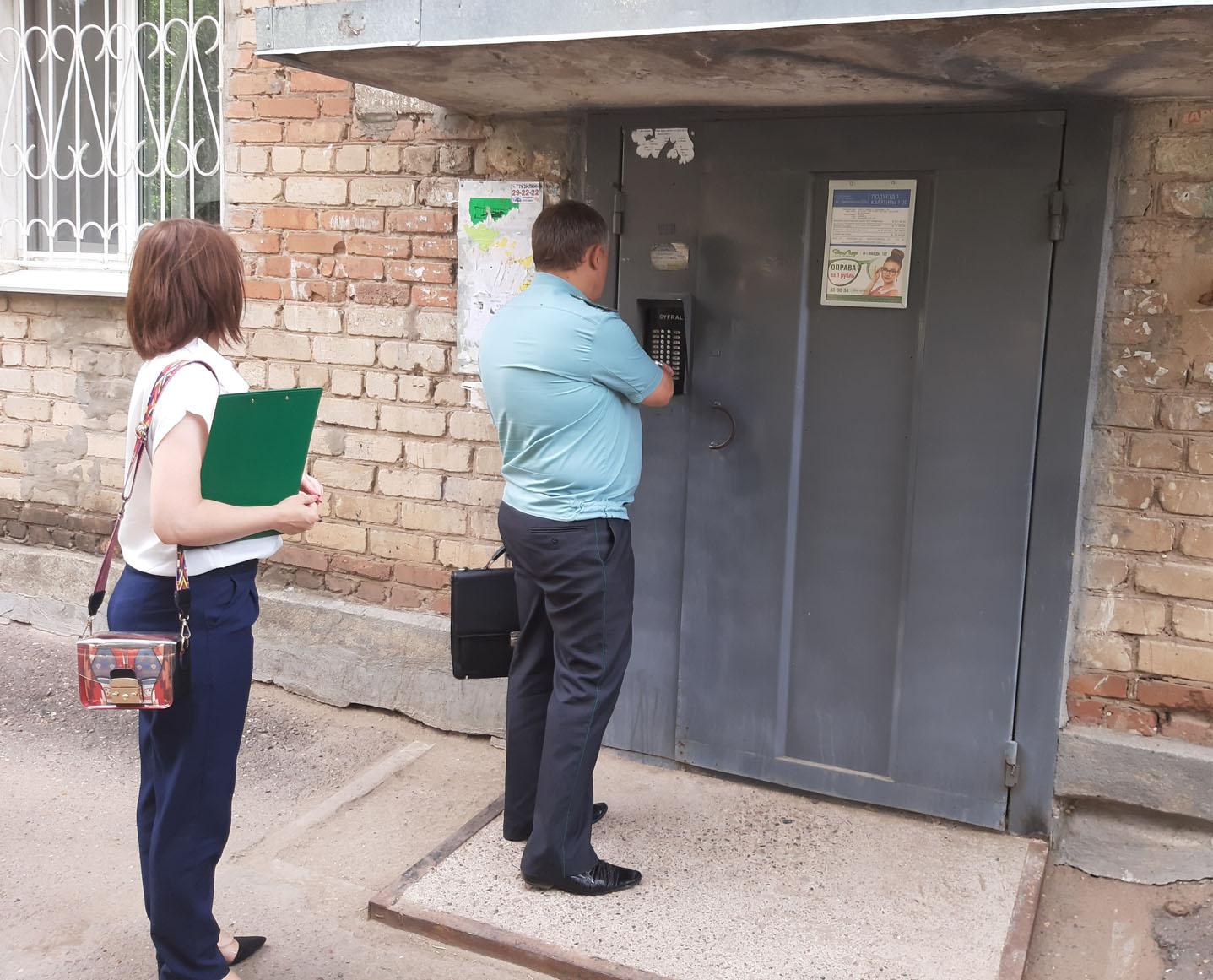 Должников Центрального района Оренбурга «навестили» энергетики и судебные приставы