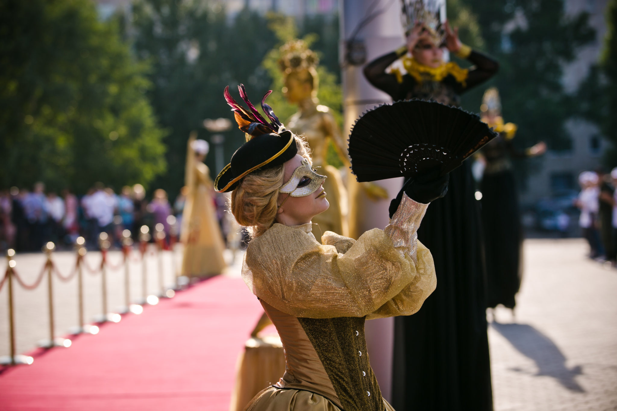Красная дорожка кинофестиваля: Кто приехал на «Восток-Запад. Классика и Авангард»
