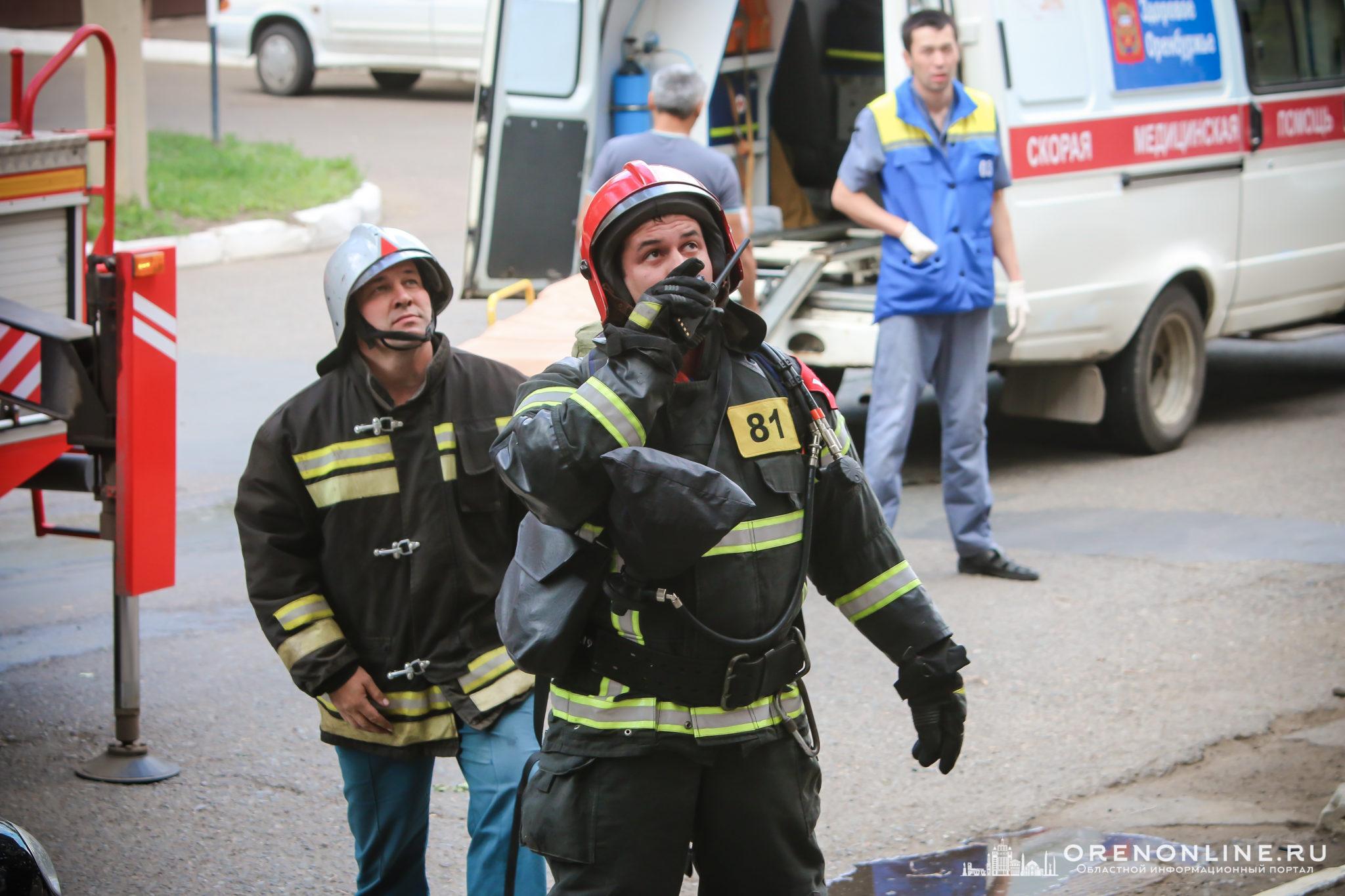 Пожар на улице Кобозева в Оренбурге. Фото с места происшествия