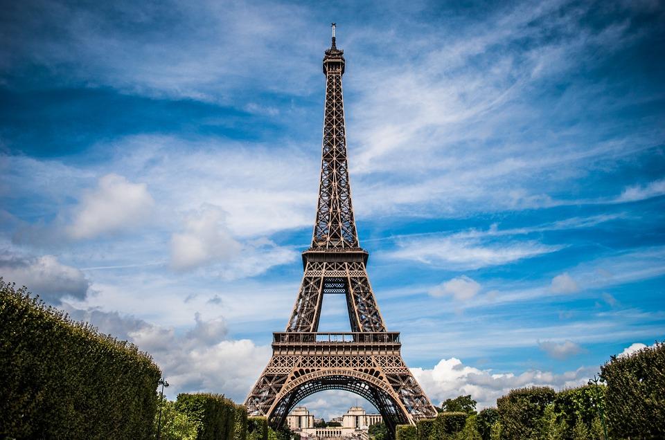 Оренбурженка соблазнилась парижским подарком и попалась на удочку мошенников