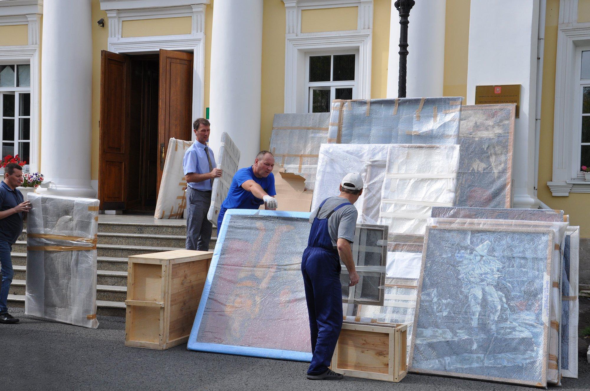 В Оренбуржье прибыли бесценные полотна живописи
