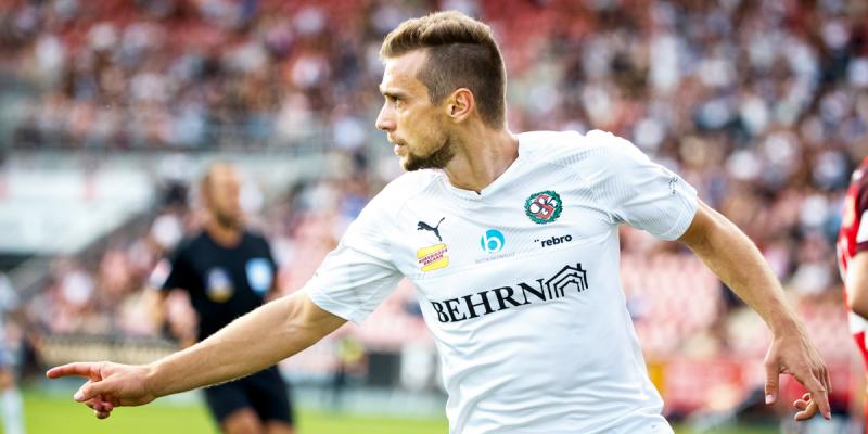 Футбольный клуб «Оренбург» купил Рогича и Лапшова