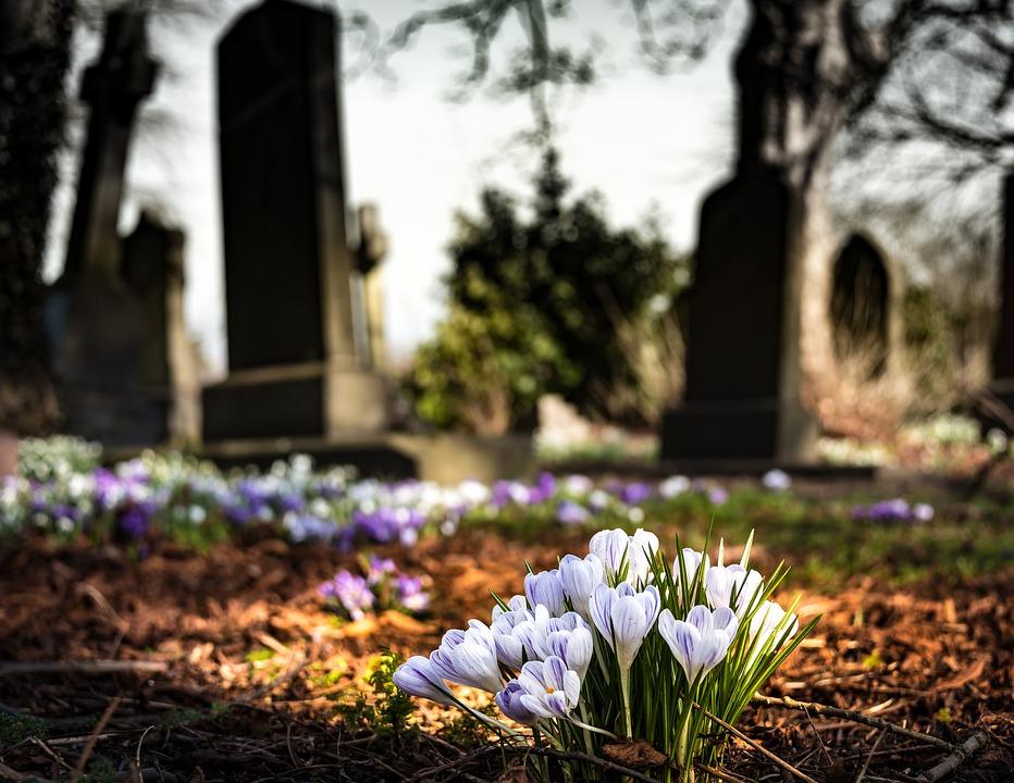 Семья из Орска чуть не похоронила родственницу из-за звонка похоронного агентства