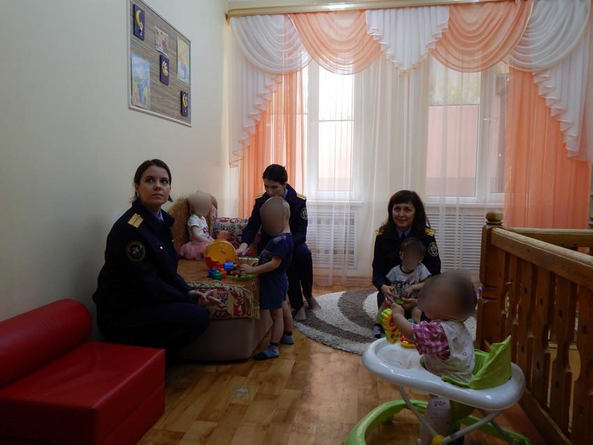 Руководитель оренбургского благотворительного фонда назвала «контактным зоопарком» массовые посещения детдомов