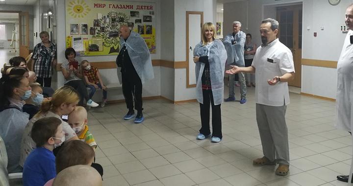 Певица Валерия навестила детей в оренбургском онкодиспансере